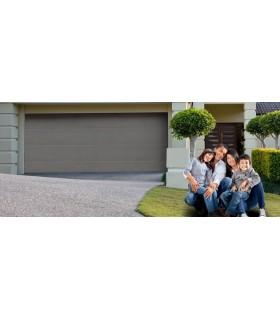 Porte de garage sectionnelle plafond, certifiée norme EURO. Motorisation facultative, panneaux double isolation 42mm.