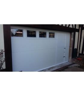 Porte de garage sectionnelle plafond avec portillon fixation moteur
