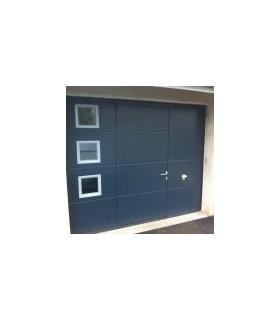 Porte de garage sectionnelle plafond avec portillon ton bleu foncé et hublots