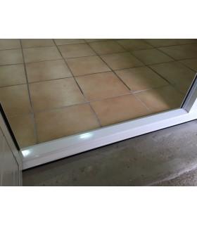Porte de garage sectionnelle plafond avec portillon seuil plat