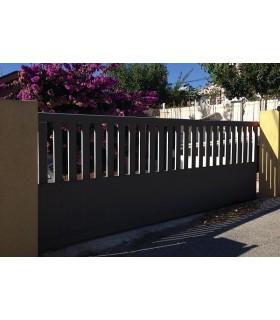 portails coulissants droit barreaudé en aluminium ton blanc RAL 9010